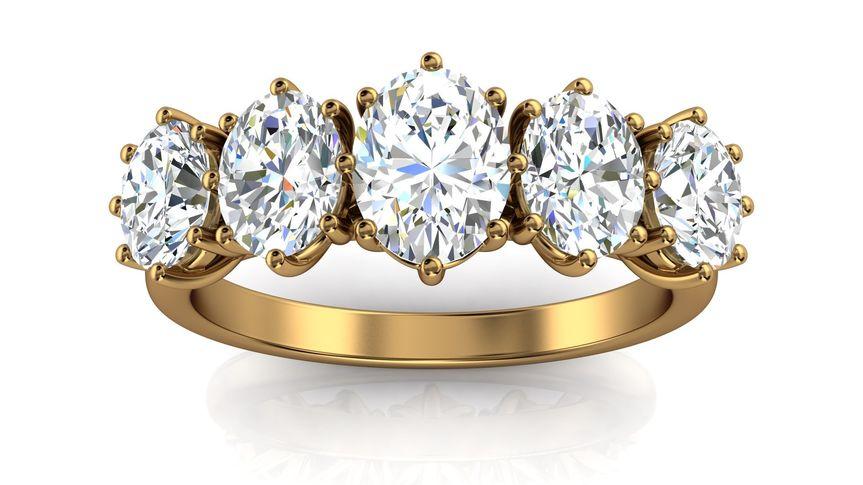 Oval diamonds band