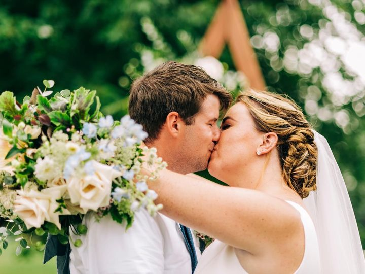 Tmx Img 2888 51 1958997 161042651930307 Spencer, MA wedding florist