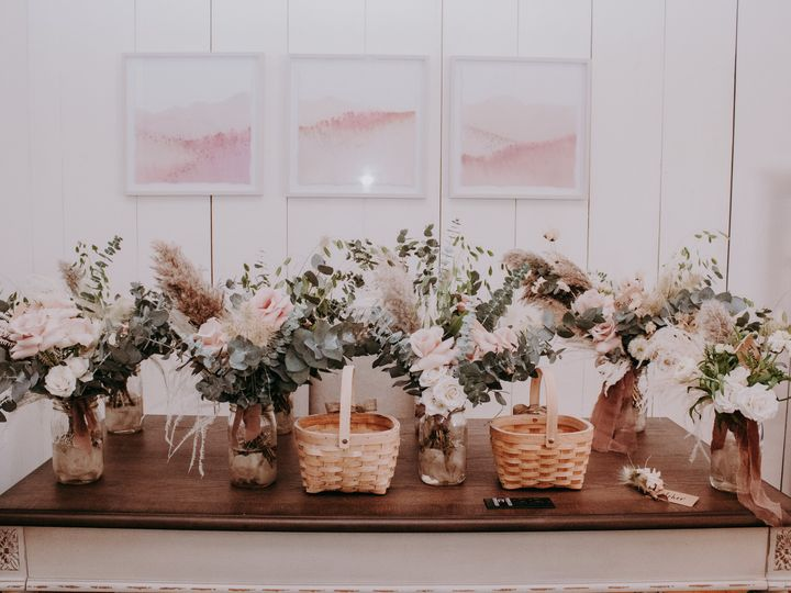 Tmx Img 3483 51 1958997 161042624963794 Spencer, MA wedding florist