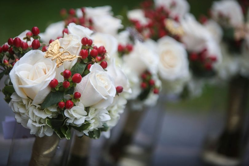 Roses, hydrangea and hypericum berries, with a special accent of broaches supplied by the Bride!