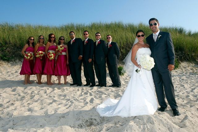 Wedding couple photo with bridesmaids and groomsmen