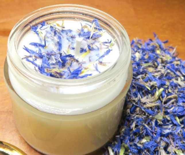 VIOLET SOY CANDLE This all natural Soy Candle is scented with the classic scent of Violet.   This...