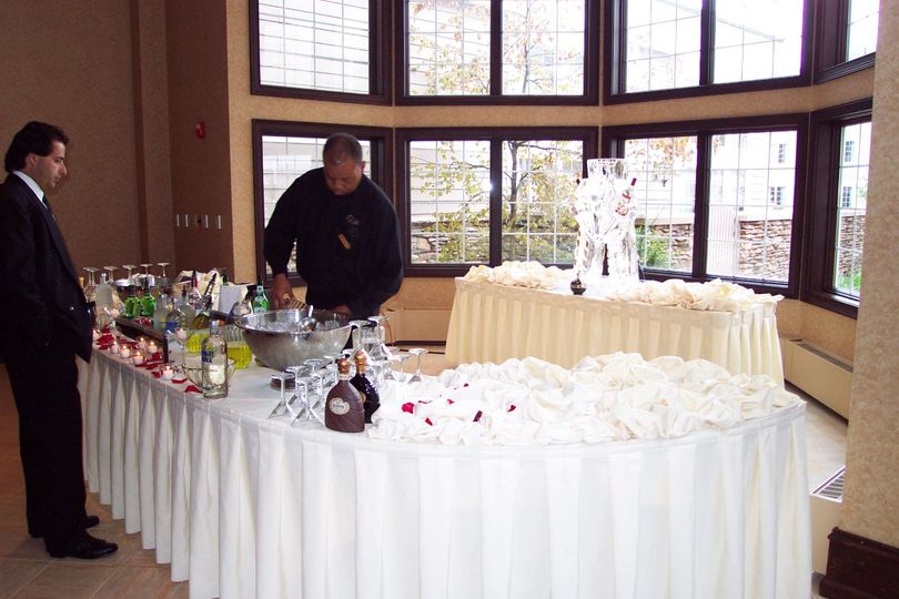 800x800 1374681853698 atrium martini bar with ice carving