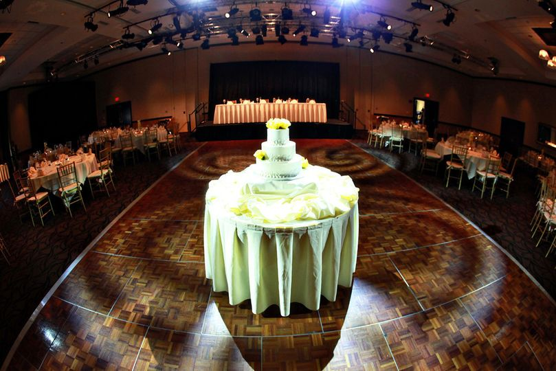 800x800 1374701578821 mckinley cake table
