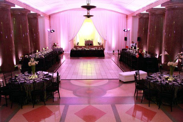 Beautiful Black, White and hot pink wedding theme! Very modern and elegant!