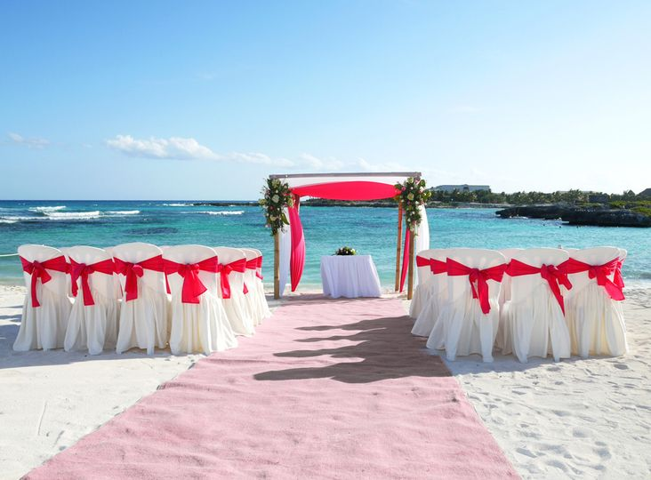 beach wedding pinkrunner