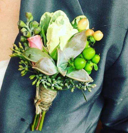 13413bf25ba4437f boutonnierewithsucculent
