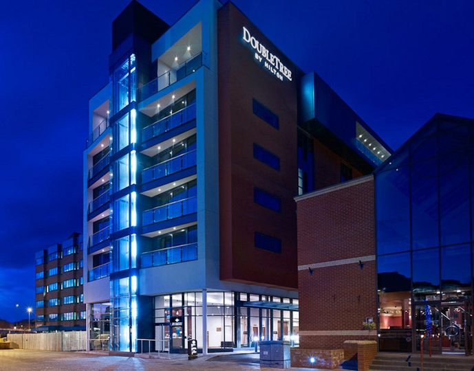 b5db1ee156ef625d DoubleTree by Hilton Hotel Lincoln Exterior