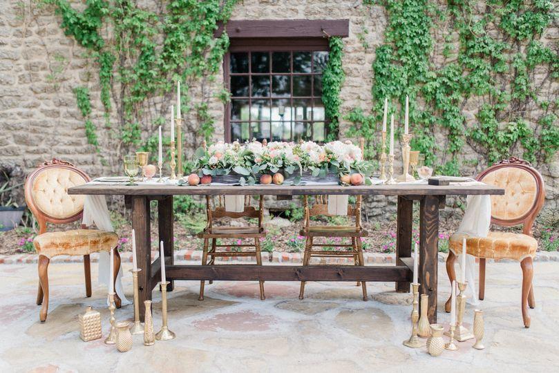 sweet peach vow renewal hidden gardens table cake set up 0002 51 985408 160935787530574