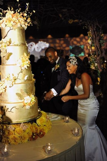 Couple slicing their wedding cake