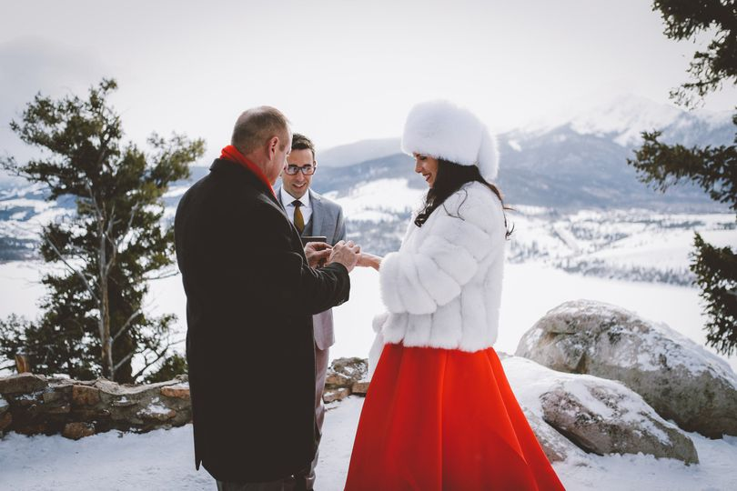 Exchanging rings | Jess + Matt Photography