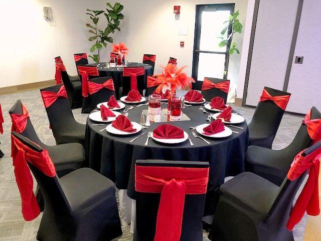 Red & black table setup