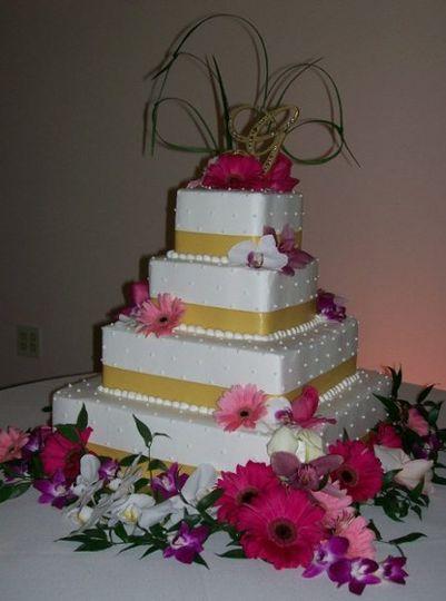 4-tier square wedding cake