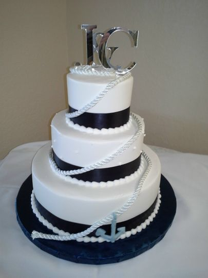 800x800 1384970979534 wedding cake nautical with rope and ancho