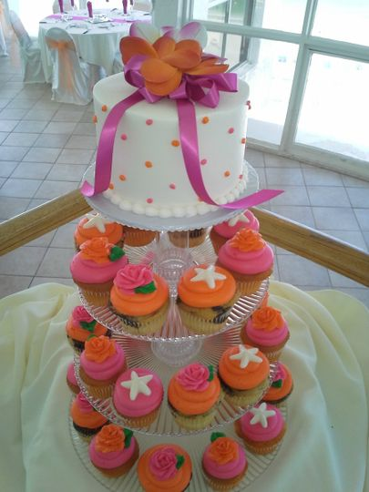 800x800 1384971138044 wedding cupcakes orange and pin