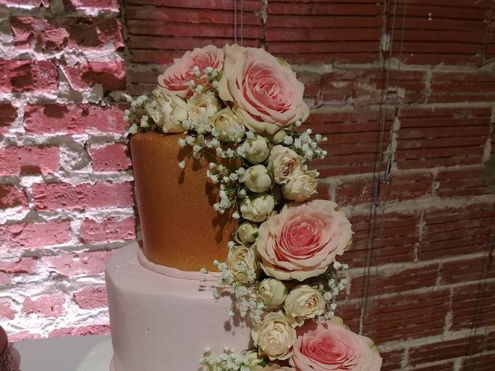 Tmx 1525823085 A3855b123b9ad2fd 1525823081 31decbe4c5a19e55 1525823074123 1 Gold And Blush Wed Saint Petersburg, Florida wedding cake