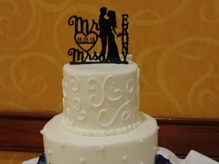 Tmx 1525823103 37662244ad9fdaa2 1525823101 213adddcedee75e3 1525823098732 2 Lovely Wedding Cak Saint Petersburg, Florida wedding cake