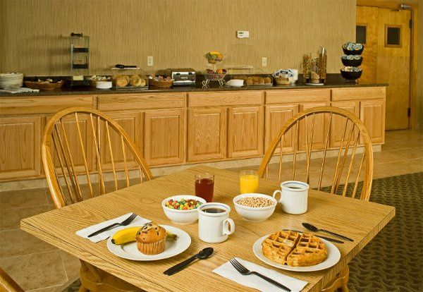 Complimentary Deluxe Continental Breakfast with Homemade Waffles!