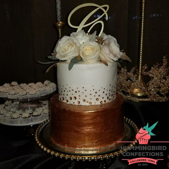 Gold detailed cake.