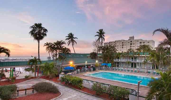 Pinchers at The Wyndham Garden Fort Myers Beach