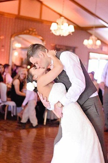 Newlyweds kiss on the dance floor