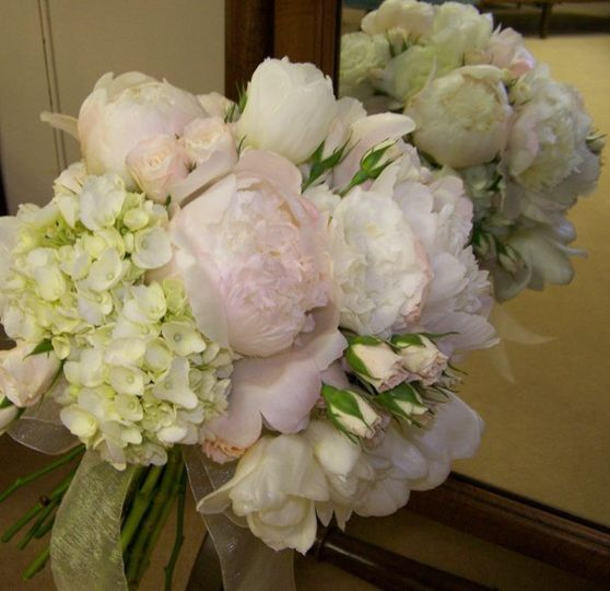 An overflowing of texture and fragrance with this classic blush bridal bouquet