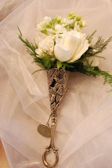 A token for the mother of the bride with fragrance and beauty