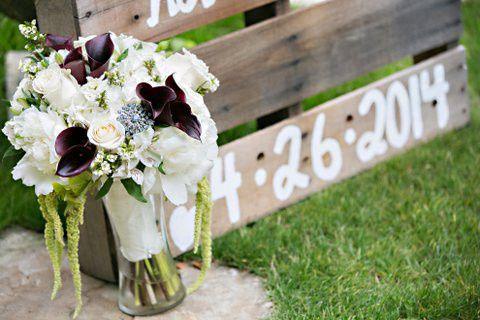 white eggplant callas bouquet
