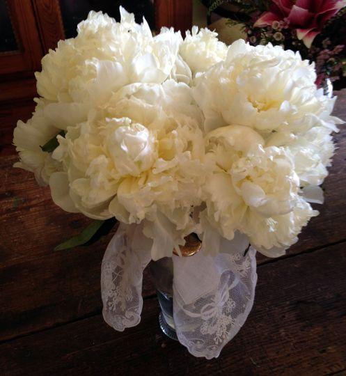 white peonys bouquet
