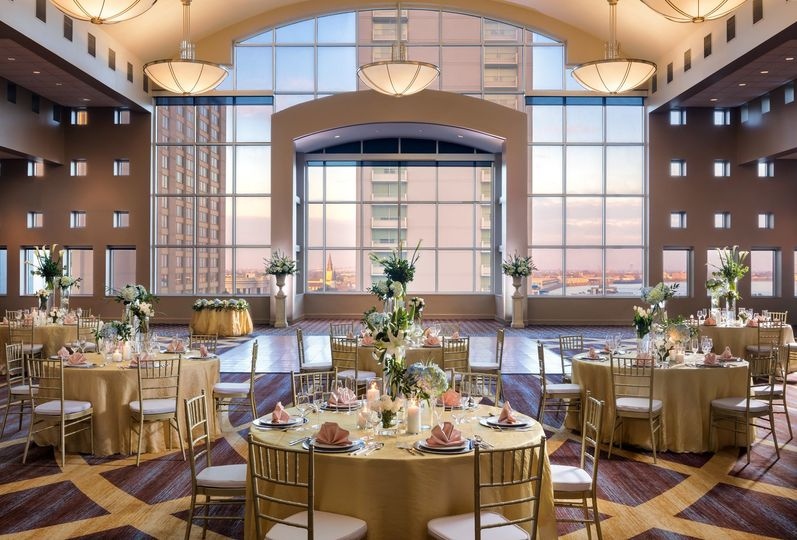 Tables and chairs arrangement
