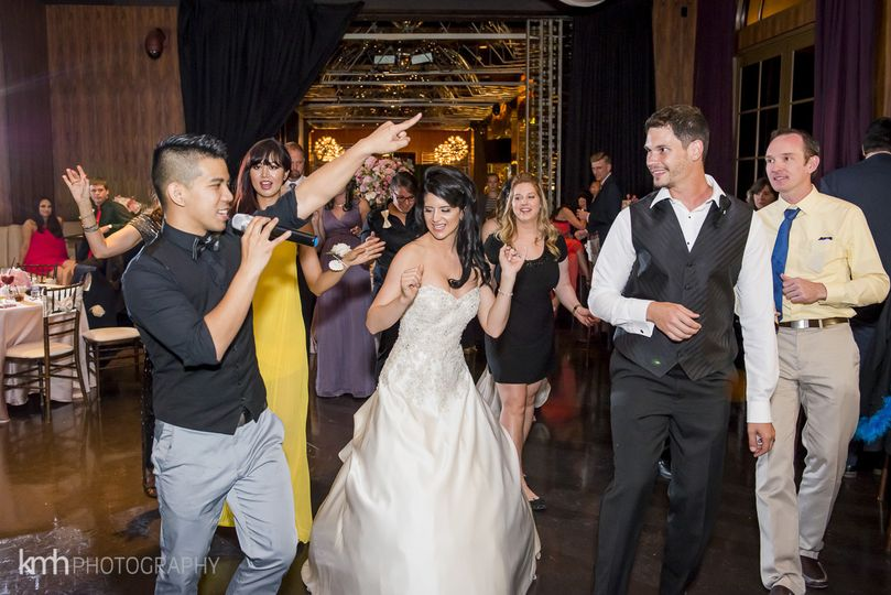 Couple and guests'play with the DJ