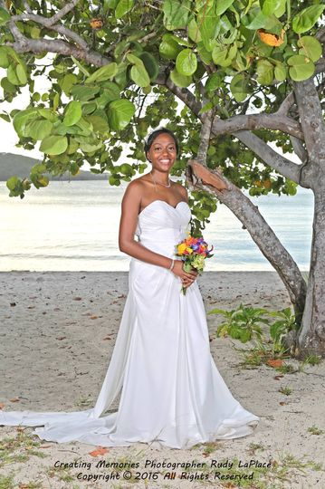 What a happy bride... you can see it all over her smile.