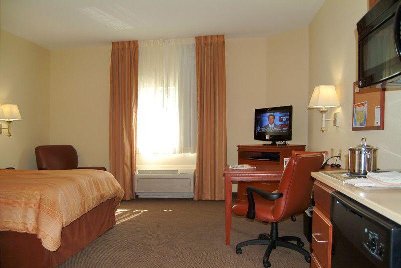 pic queen bed room
