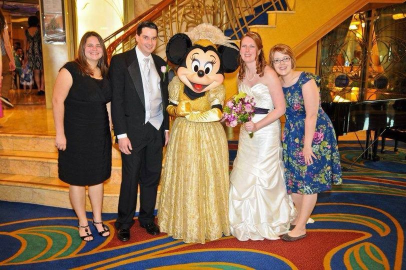 Minnie mouse at the wedding
