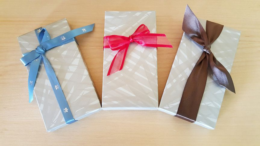 Our new palm print premium chocolate bar box is elegant & easy to customize.  Simply add a ribbon to...