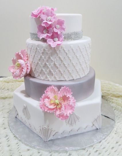 Wedding cake with minimal flower design