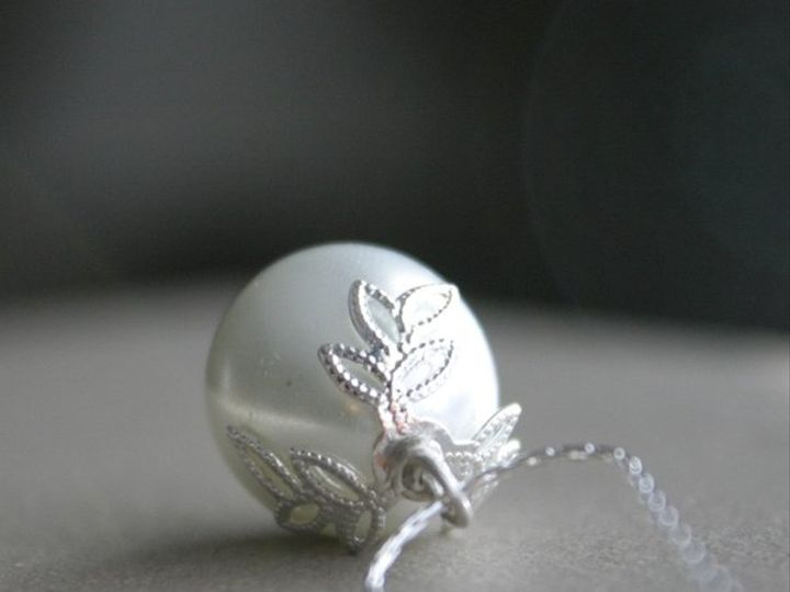 Tmx 1285441634446 Necklacepearleggwithsilverleavesinwhite5 Kansas City wedding jewelry
