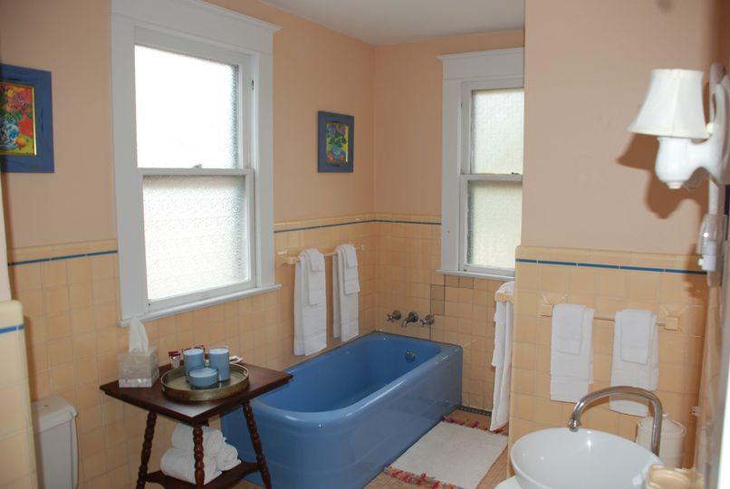 Audie Murphy Suite bathroom