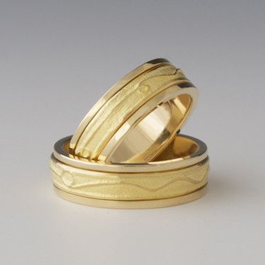 Amore: Spinning Wedding Band Hand Made In 18K Yellow Gold.