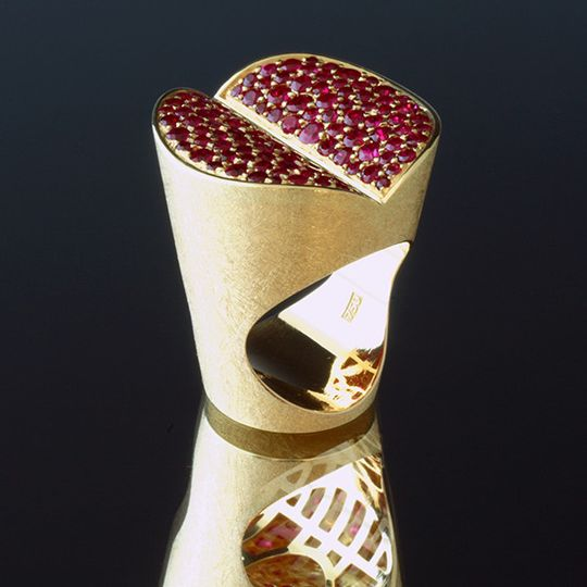 Kiss Me. Statement Ring. International Awarded Design. Hand made in 18K yellow gold and rubies. It...
