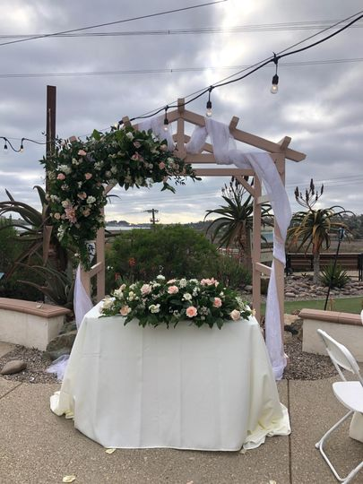 Archway with sweetheart table