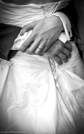 Couple holding handa