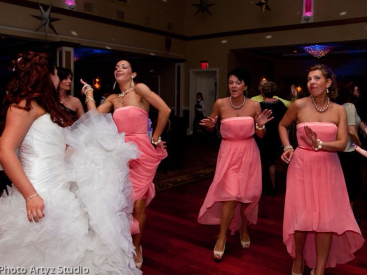 Bridesmaids in action !!!!!! Group dance-surprise is always FUN!!