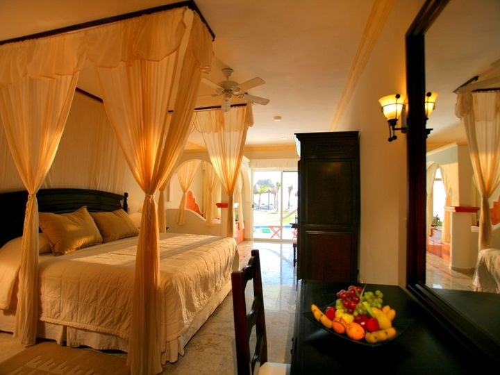 Tmx 1475266452647 Edr Honeymoon Suite Leander wedding travel