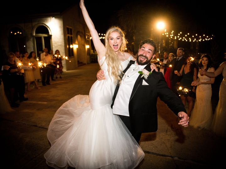 Tmx Copule Leave 1 51 173908 160843557575774 Austin, TX wedding photography