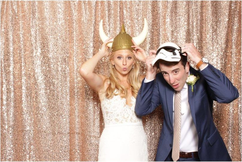 800x800 1523394540 2f727de3cd5fa0cf 1523394539 8350c6e45a554a71 1523394538653 3 photo booth weddin