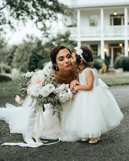 Kiss from the flower girl