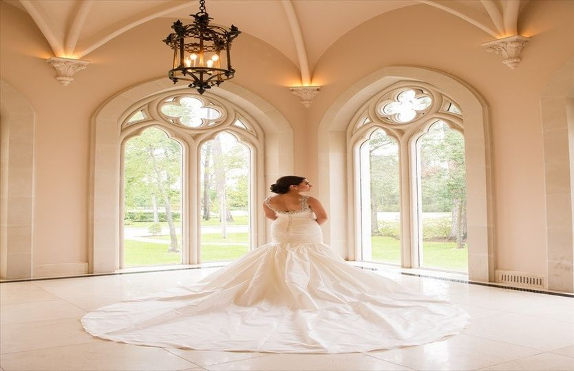 Laura 39 s couture alterations reviews ratings wedding for Wedding dresses beaumont tx