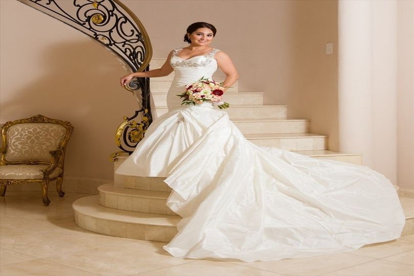 Laura 39 s couture alterations dress attire houston for Wedding dress alterations houston