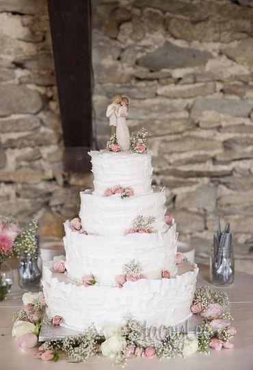yanke wedding ruffle cake